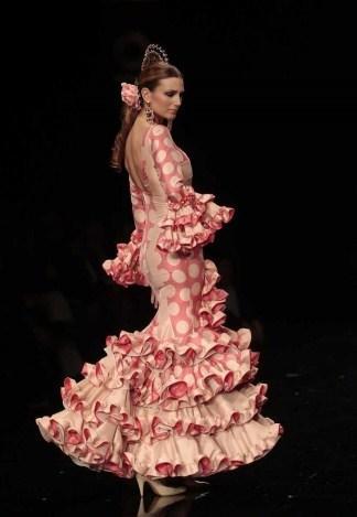 Trajes Y Peinados De Flamenca O Gitana