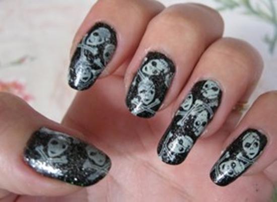 Las uñas se alejan a los dedos que curar
