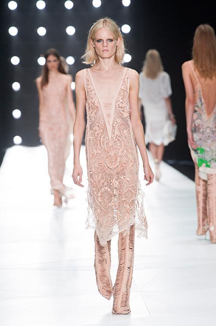 Roberto-Cavalli-vestidos-escotados-2013