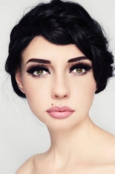 Peinados con ondas y maquillaje retro