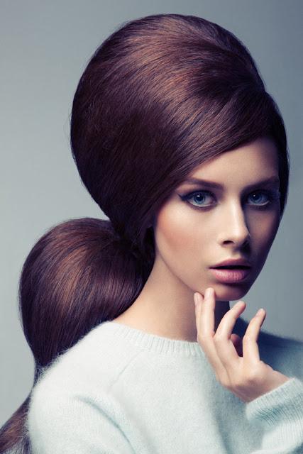 Peinados con más volumen para fiestas acompañados de maquillaje suave