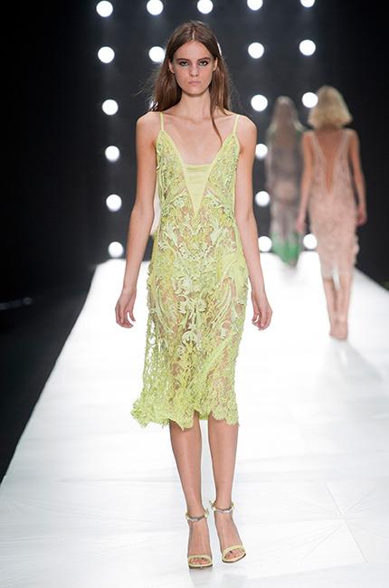 vestidos-transparencias-amarillo-para-2013-Cavalli