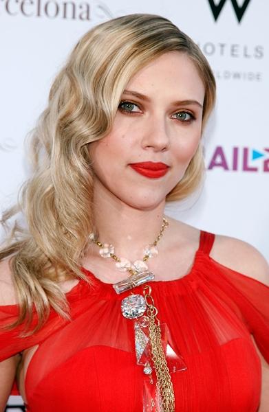 Scarlett_Johansson-Vicky_Cristina_Barcelona_premiere