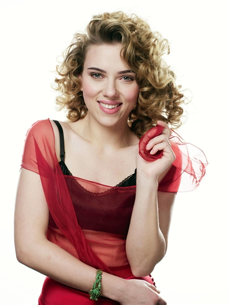 Scarlett_Johansson-pelo-rizado