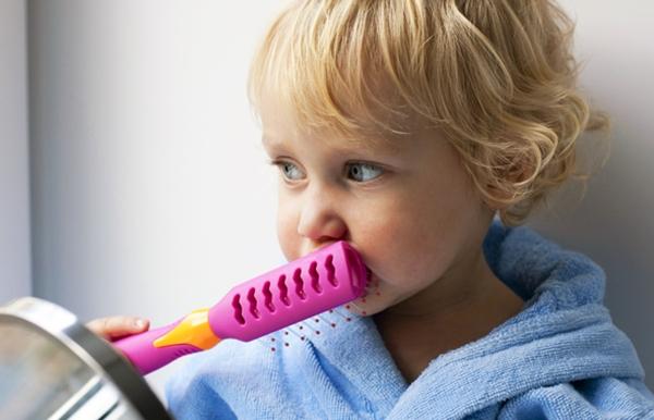 C mo cortar el pelo a un beb pelotendencias - Cortes de pelo nina rizado ...