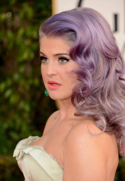 kelly-osbourne-pelo-gris-tendencia.2013