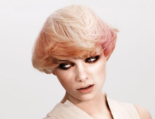 peinado-con-mechas-de-color-rosa